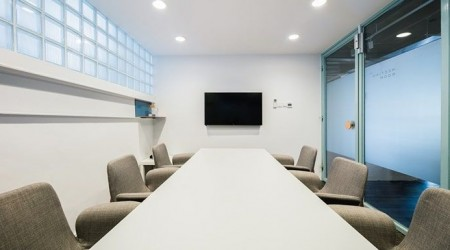 6Pax Meeting Room