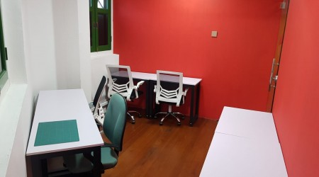 Large private office (5 - 7 pax)